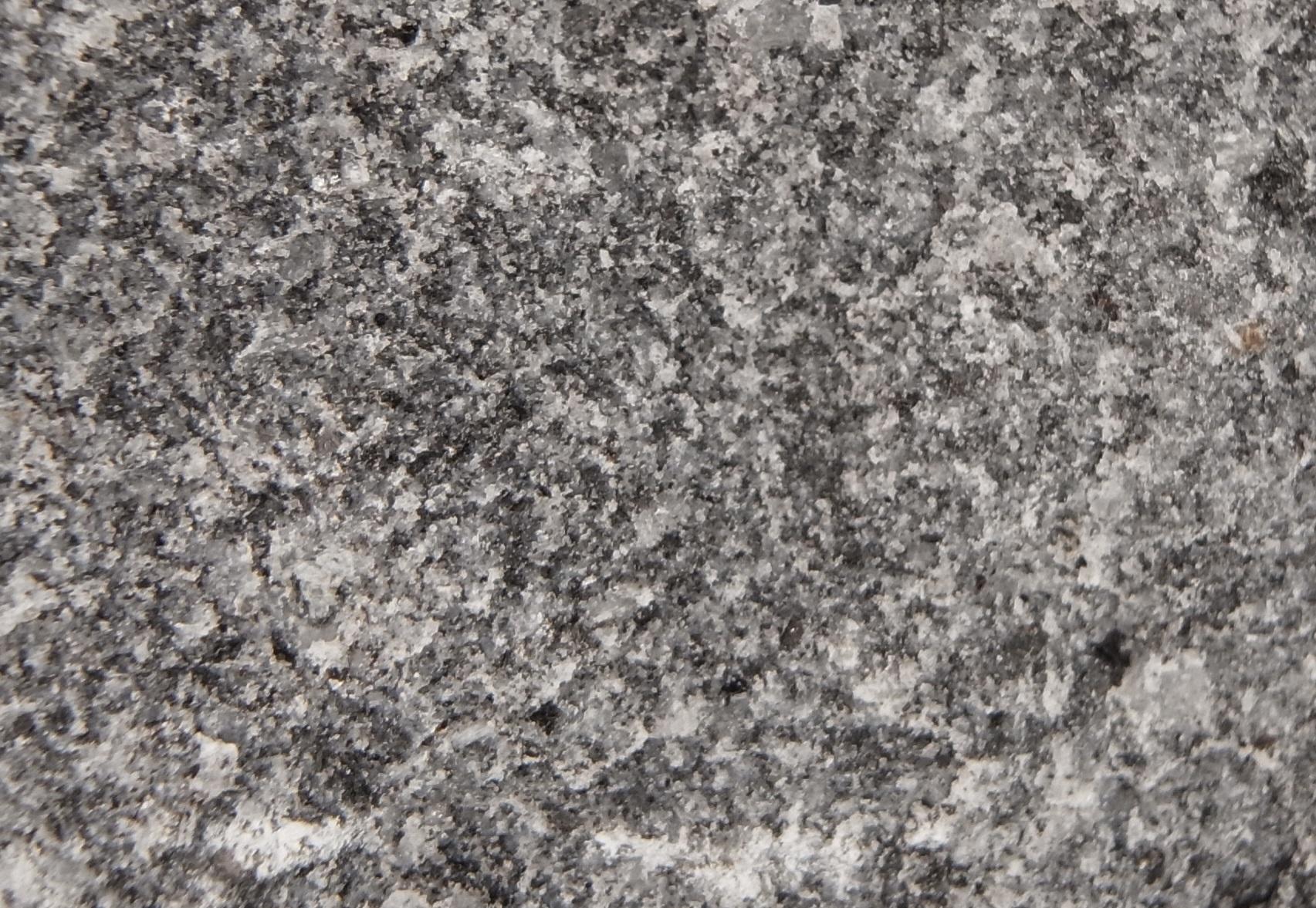 Dark Grey Granite : Dark grey granite setts in natural cropped finish per m