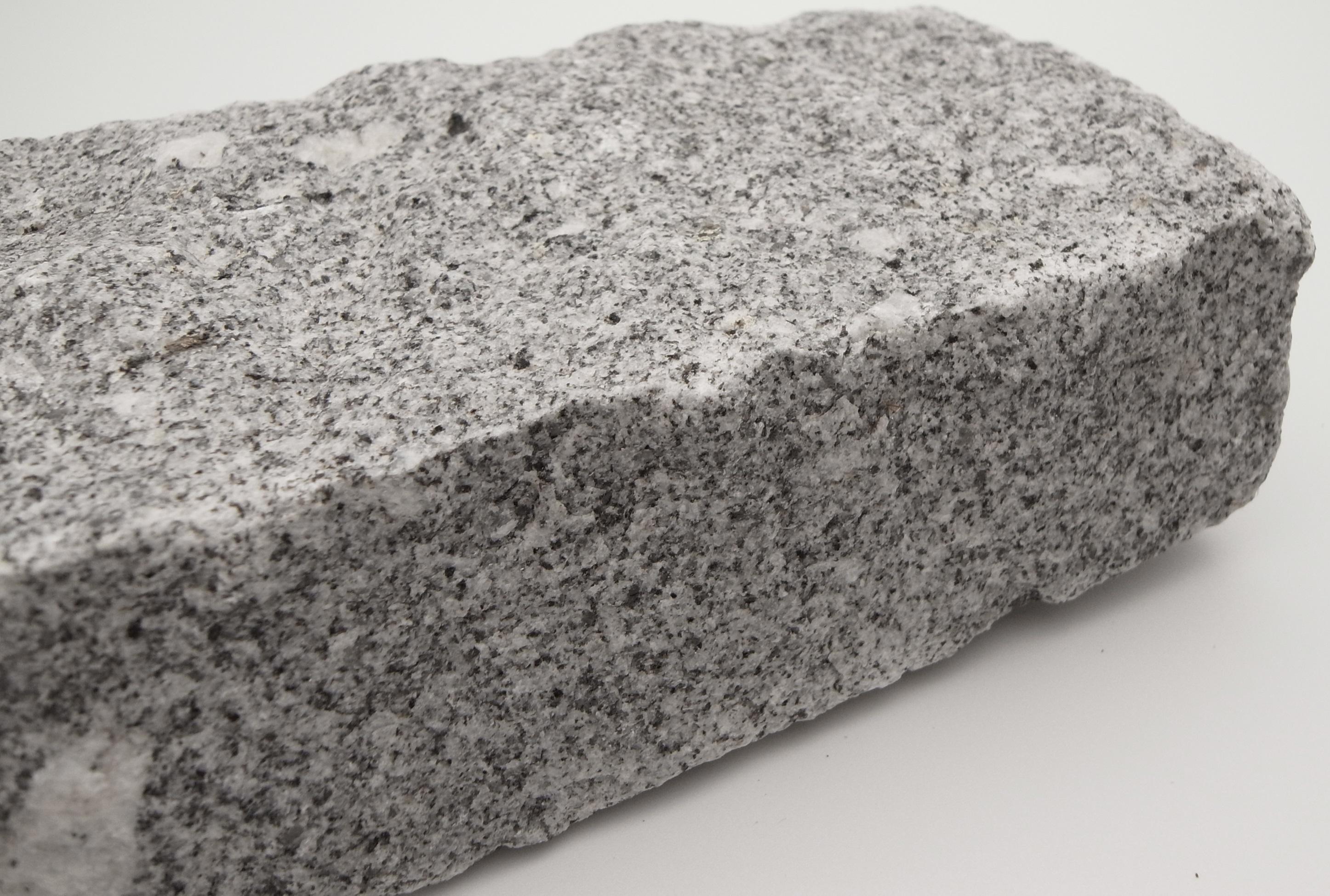 Granite Natural Product : Grey granite setts in natural cropped finish per m